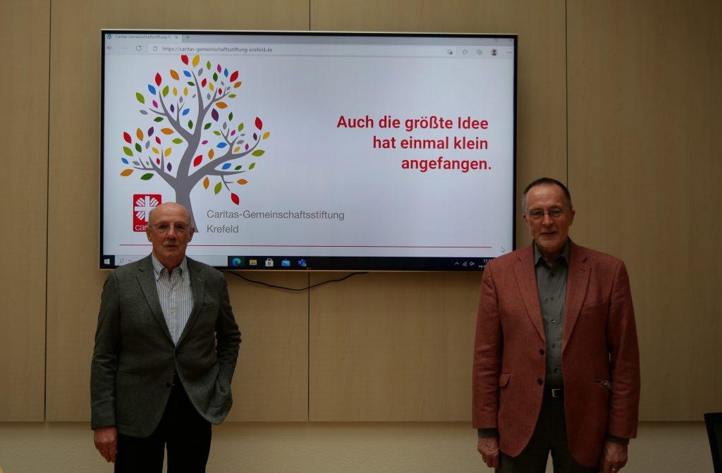 Hans-Georg Liegener (früherer Caritas-Vorstand, r.) bedankte sich bei Günther Schulze Dieckhoff für seine langjährige ehrenamtliche Tätigkeit als Vorsitzender des Vorstandes der Caritas-Gemeinschaftsstiftung Krefeld.